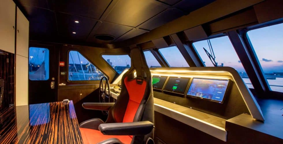 Witsen-and-vis-33m-Yacht-Chart-Table-Day