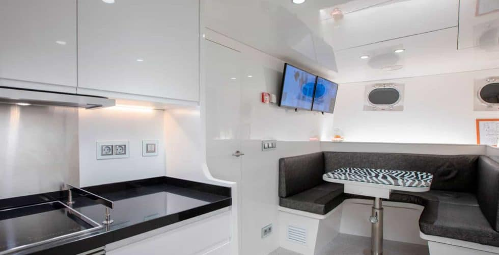 Witsen-and-vis-33m-Yacht-Dinette