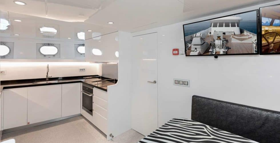 Witsen-and-vis-33m-Yacht-Galley
