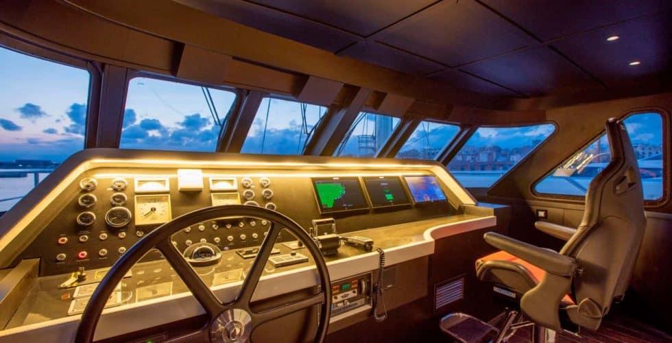 Witsen-and-vis-33m-Yacht-Wheelhouse-Night