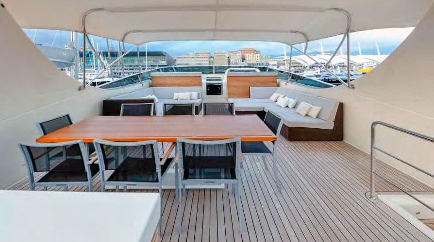 Bertona-Canados-116-Motor-Yacht-Fly-Bridge