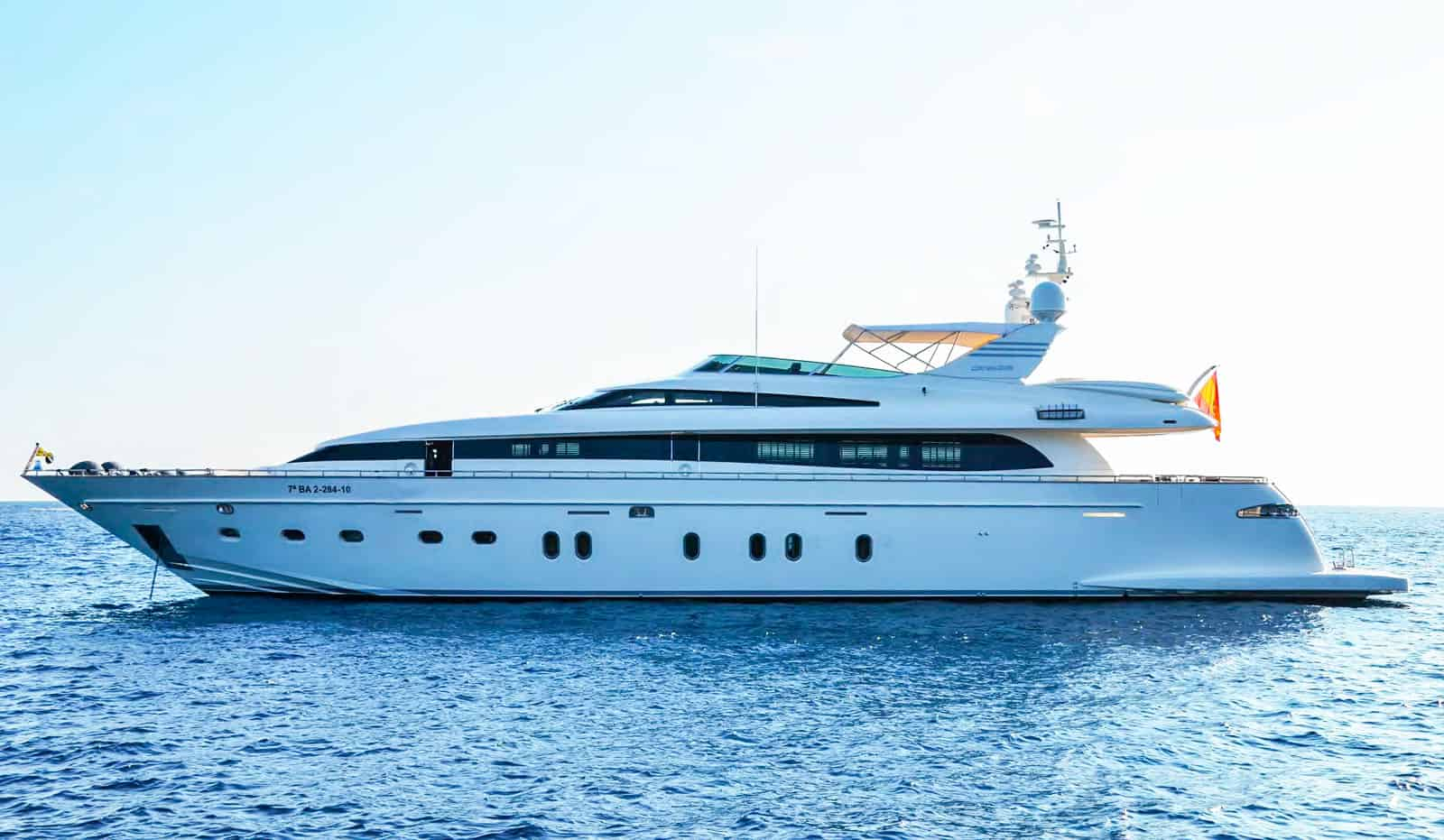 Bertona-Canados-116-Motor-Yacht-profile