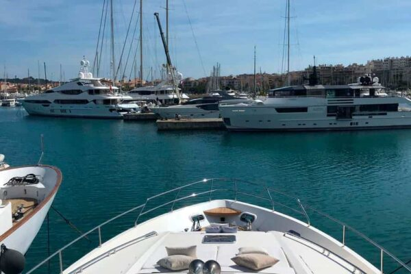 Princess-95-Motor-Yacht-Bow-Area-View