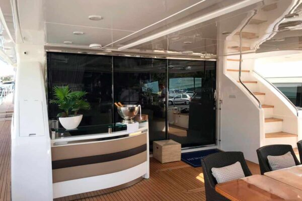 Princess-95-Motor-Yacht-Cockpit