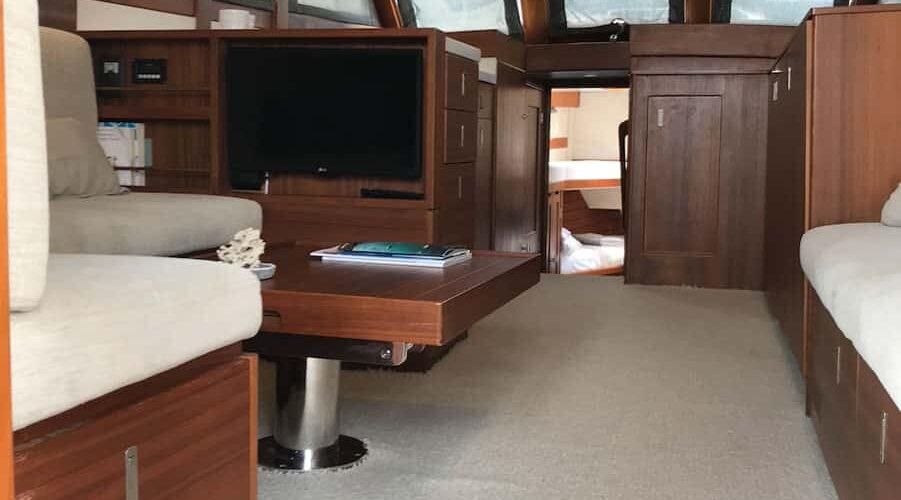 Island-Gypsy-Flybridge-36-Interior-Salon-Windows