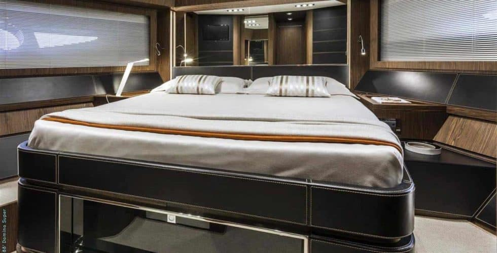 8729-Riva 88 Domino Super-VIP Cabin
