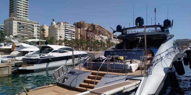 Palmer-Johnson-PJ120-Escape-Motor Yacht-Exterior-Passarelle