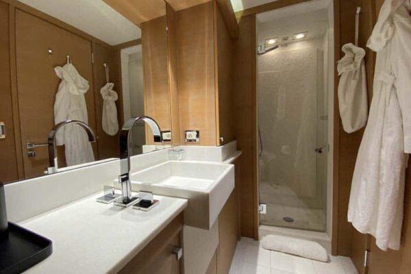 Palmer Johnson PJ120 Escape Motor Yacht VIP Bathroom