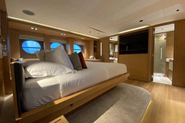 Palmer-Johnson-PJ120-Escape-Motor-Yacht-Master-Cabin