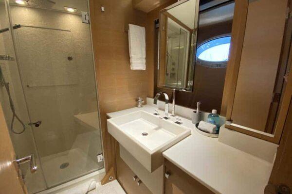 Palmer Johnson PJ120 Escape Motor Yacht Master Bathroom