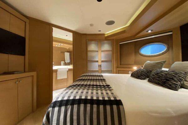 Palmer-Johnson-PJ120-Escape-Motor-Yacht-VIP-Cabin-II