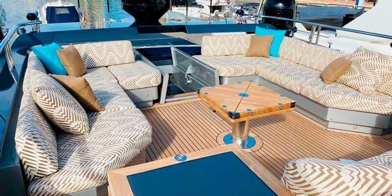 Palmer-Johnson-PJ120-Motor-Yacht-Lounge-Flybridge