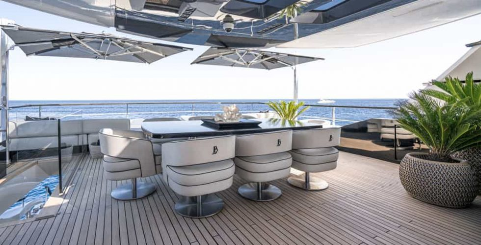 Paula-&-Biel-peri-37-motor-yacht-exterior-dining-flybridge