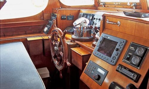 Silver-58-Classic-Motor-Yacht-Interior-Wheelhouse