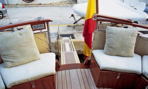 Silver-58-Motor-Yacht-Exterior-Hydraulic-Passerelle