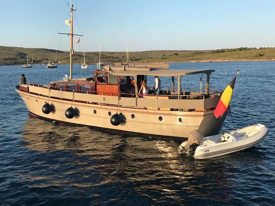 Silver-58-Motor-Yacht-Profile