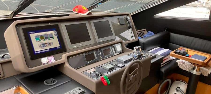 Ferretti-731-Motor-Yacht-Interior-Wheelhouse