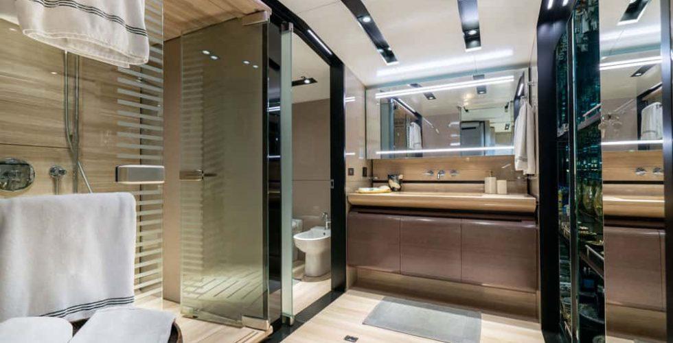 Paula-&-Biel-peri-37m-motor-yacht-interior-master-bathroom