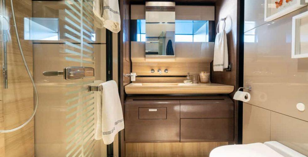 Paula-&-Biel-peri-37m-motor-yacht-interior-vip-bathroom